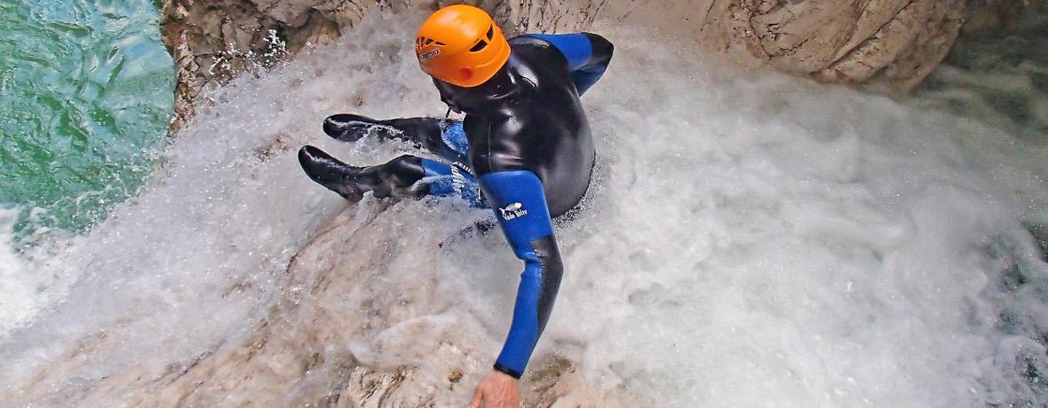 Kanjoning Pridružite se poti vodnih kapljic in prša! Odkrijte najbolj skrite in nedostopne kotičke divjih sotesk!   PREBERI VEČ
