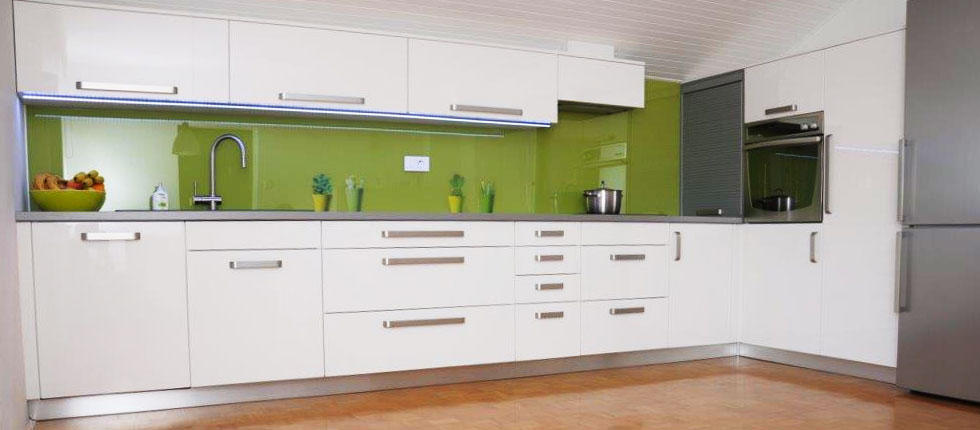 Kuhinjska vrata - fronte   narejene iz 18 mm  mdf  plošče