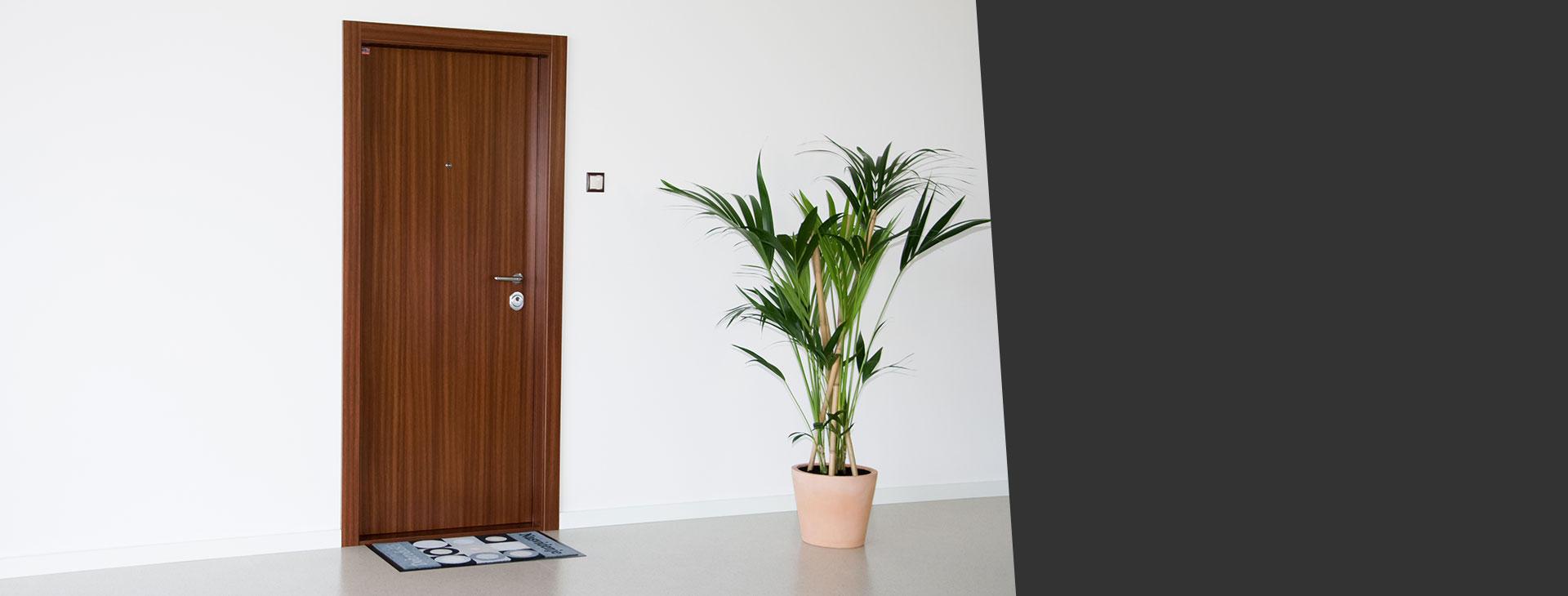 Zakaj izbrati vrata vlom? Lastna slovenska proizvodnja, interventna izdelava vrat, 24/7 urni intervencijski servis, vrata brez vidnih kovinskih robov,...  PREBERI VEĆ